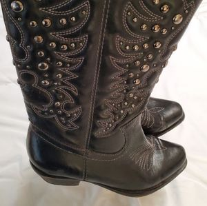 Shoes - Boots black are a size 7M